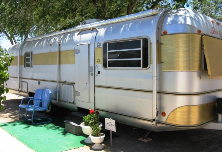 """""""Della"""" -A 1974 Silver Streak that was polished to perfection!"""